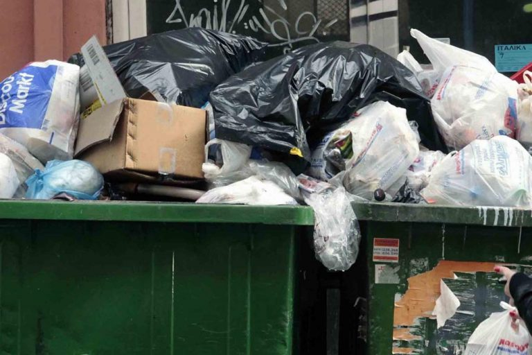 Τρίπολη: Βουνά τα σκουπίδια στην πόλη! | Newsit.gr