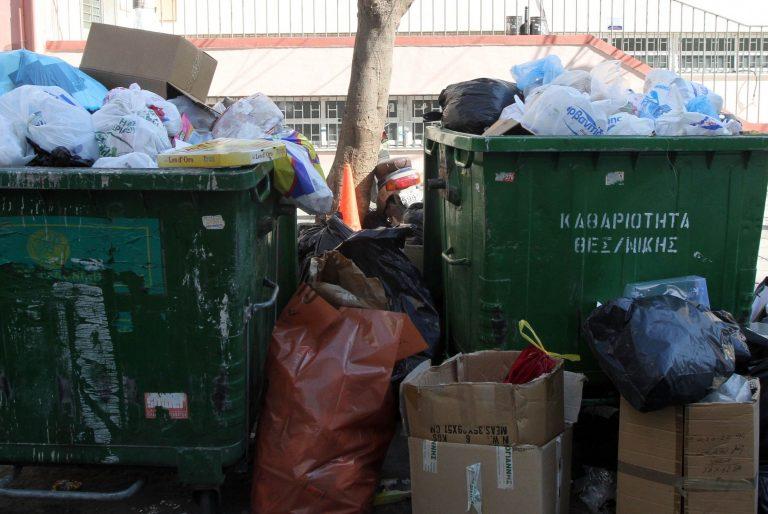 300 τόνοι σκουπιδιών πνίγουν τη Θεσσαλονίκη | Newsit.gr