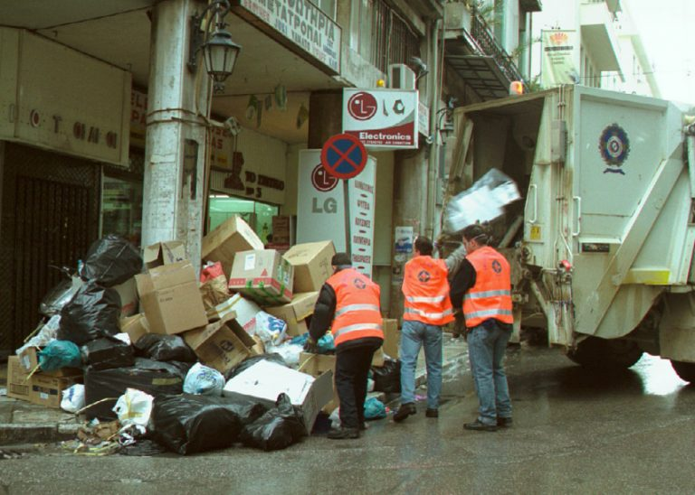 Απορριμματοφόρο πολτοποίησε άστεγο! | Newsit.gr