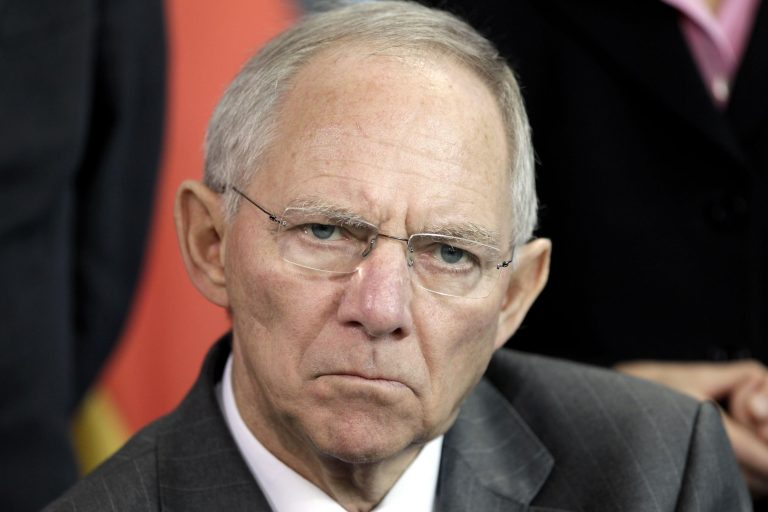 Σόιμπλε: μη ρίχνει σε μας την ευθύνη η Ελλάδα | Newsit.gr