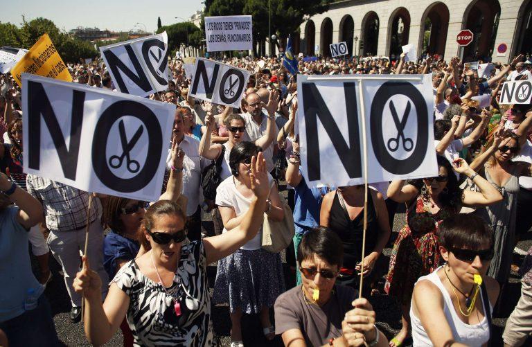 «Πλημμύρισαν» τους δρόμους οι δημόσιοι υπάλληλοι της Ισπανίας | Newsit.gr