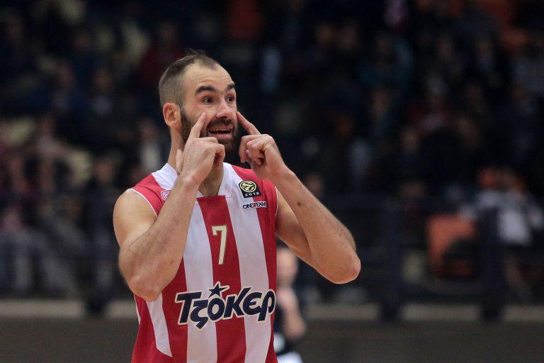 Οι παίκτες του Ολυμπιακού στα αποδυτήρια των διαιτητών – «Κάνετε τα χατίρια αυτών που σας πετάνε πέτρες»! | Newsit.gr