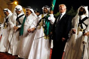 Τραμπ: Ο χορός του με τα σπαθιά – Το απίθανο βλέμμα του [vid]