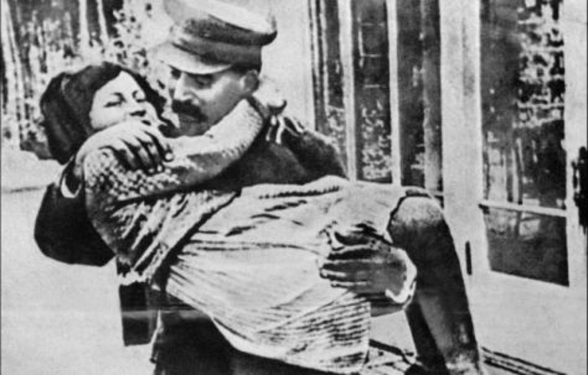 «Μάνα,γιατί τους γέννησες»; Είχαν και οι δικτάτορες …μαμάδες | Newsit.gr