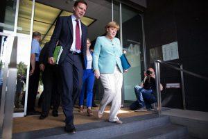 """Γερμανία: Σεβόμαστε το """"ΟΧΙ"""" – Στο χέρι της Ελλάδας να μείνει στην Ευρωζώνη"""