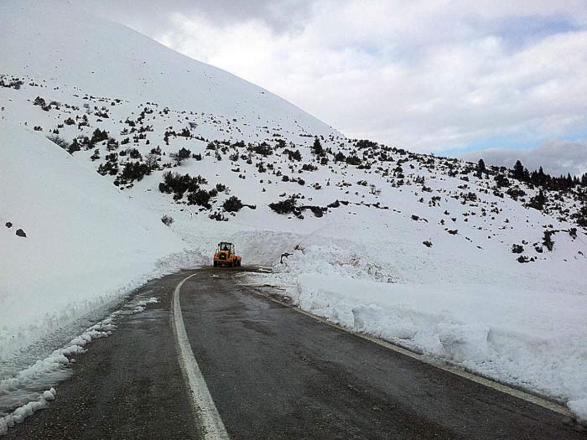 Στερεά Ελλάδα: Μετά την χιονοστιβάδα, ήρθε και νέα χιονόπτωση – Δείτε το βίντεο! | Newsit.gr