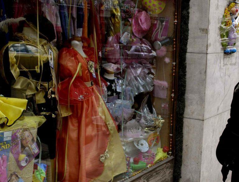 Τι πρέπει να προσέξουμε στην αγορά αποκριάτικων στολών | Newsit.gr