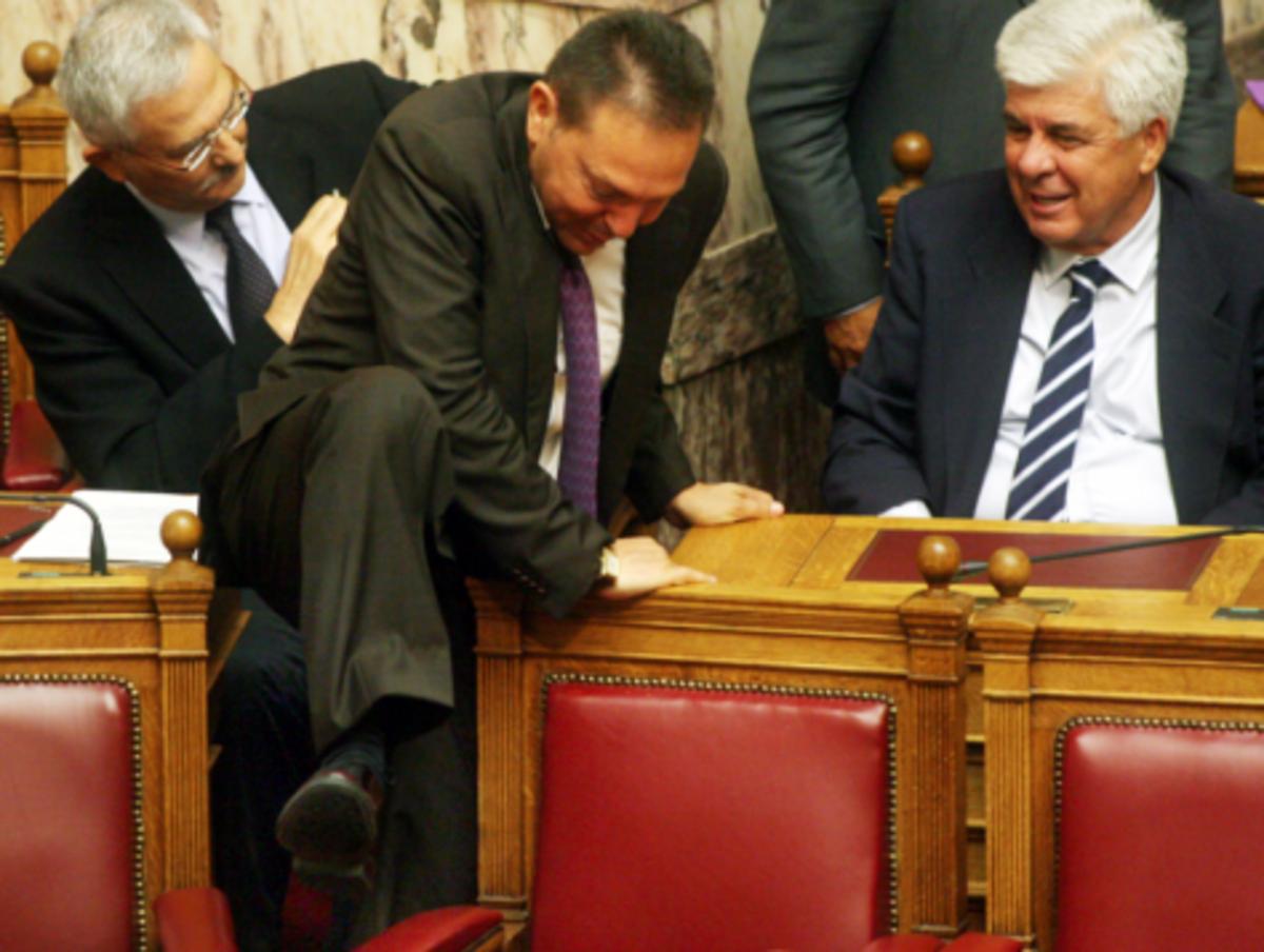 Τα «κανόνια» του Στουρνάρα! Ανακοινώνονται τα μέτρα και οι περικοπές. Τι περιμένει τους στρατιωτικούς | Newsit.gr