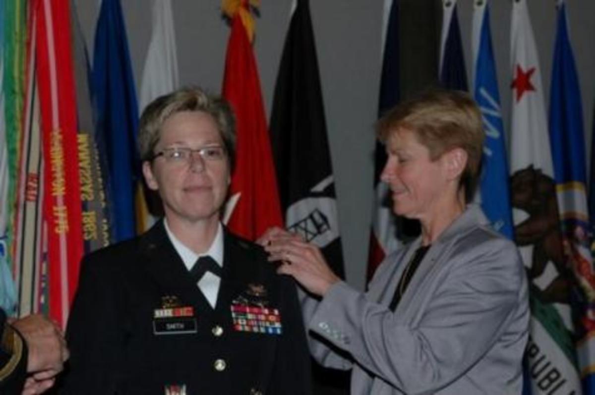 Η πρώτη λεσβία στρατηγός στις ΗΠΑ! | Newsit.gr