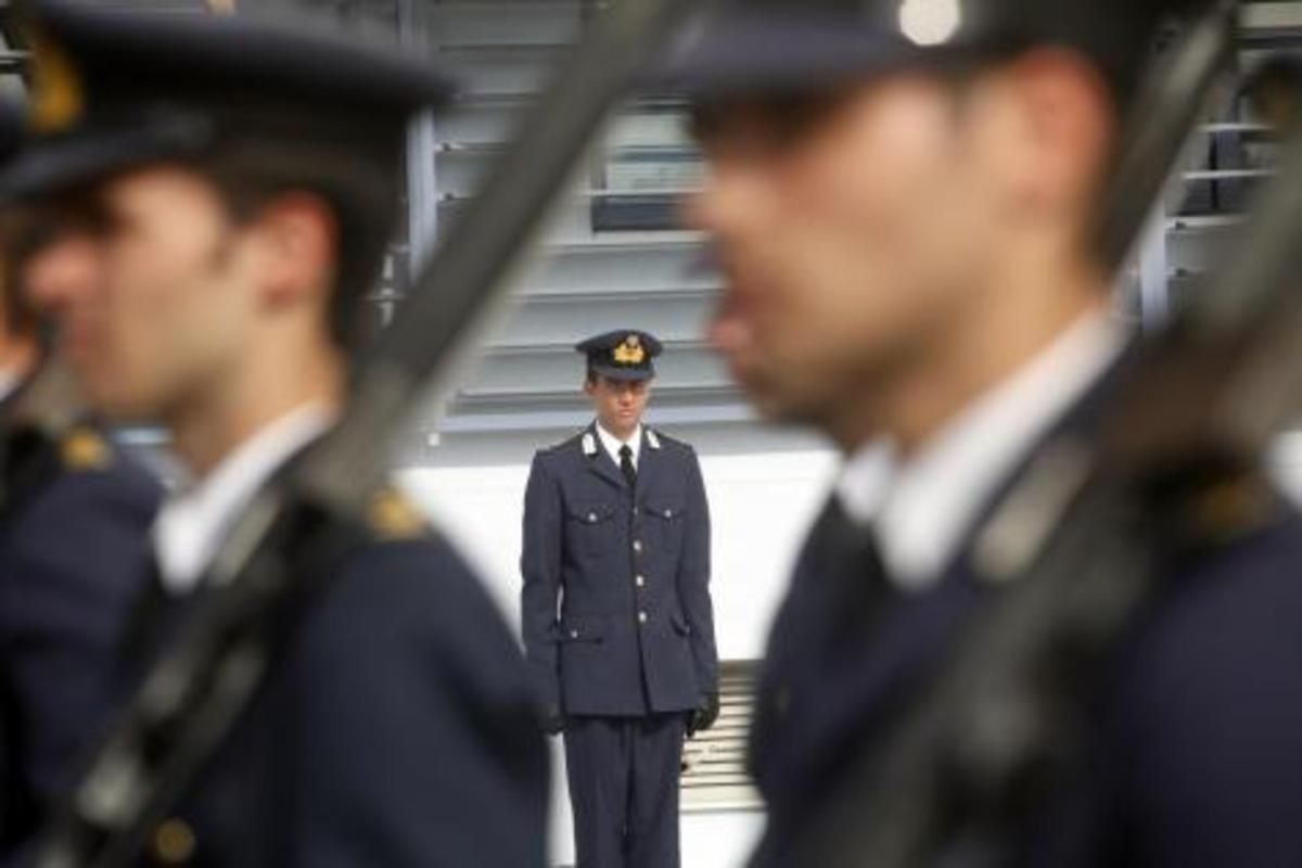 Κοροϊδεύουν τους στρατιωτικούς ακόμη και για τα πιο απλά θέματα. Κι αυτό εξοργίζει   Newsit.gr