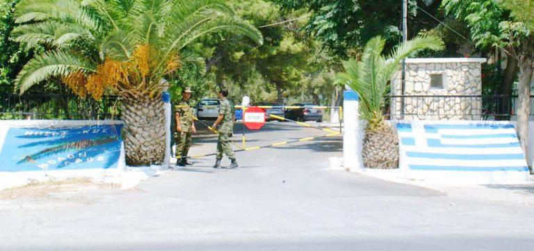 Αλεξανδρούπολη: Πέταξε κροτίδα σε στρατόπεδο! | Newsit.gr