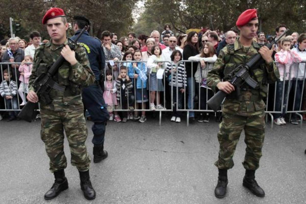 Η έλλειψη ψυχραιμίας και …η άνοδος της Χρυσής Αυγής, «έβγαλαν» το στρατό στο δρόμο | Newsit.gr