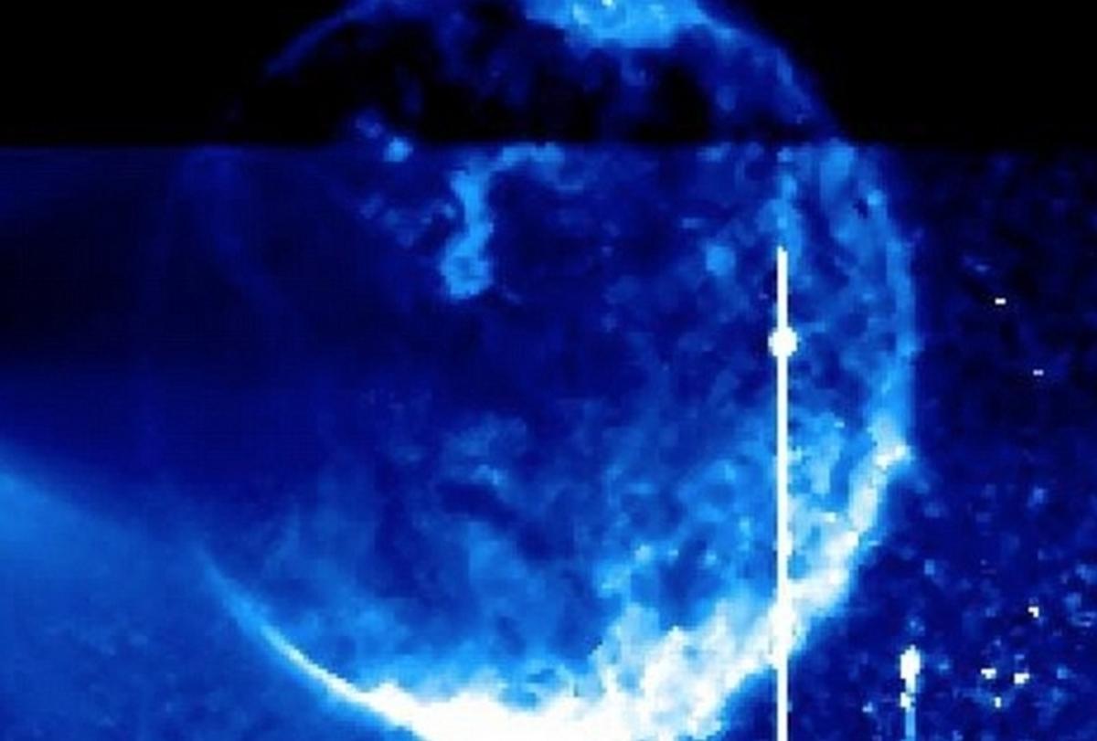 Χαμός με τεράστια μπλε σφαίρα μπροστά από τον Ήλιο! [vid] | Newsit.gr