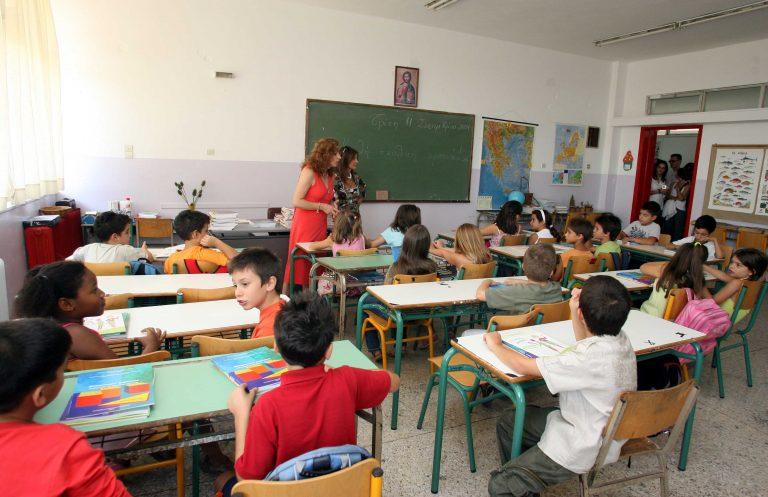 Αύξηση ωρών σε δασκάλους καθηγητές – 8.000 λιγότεροι οι αναπληρωτές | Newsit.gr