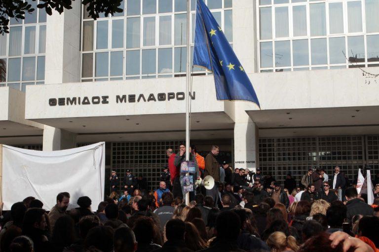Στον αέρα συμβασιούχοι μετά τη μονιμοποίηση | Newsit.gr