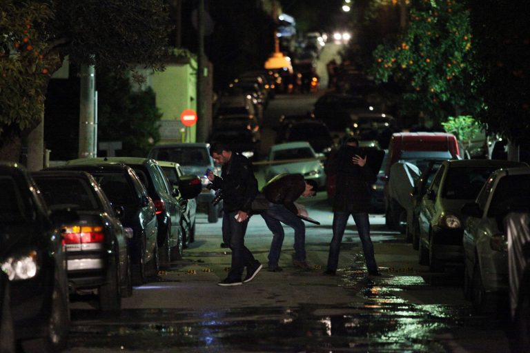 Βγήκαν δυο φορές όπλα στο δρόμο   Newsit.gr