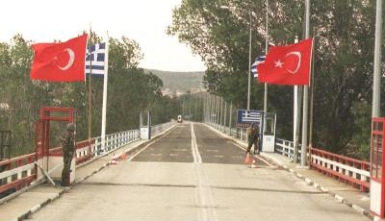 Τούρκοι αξιωματικοί σε φυλάκια του Έβρου,με «μανδύα» Frontex; | Newsit.gr