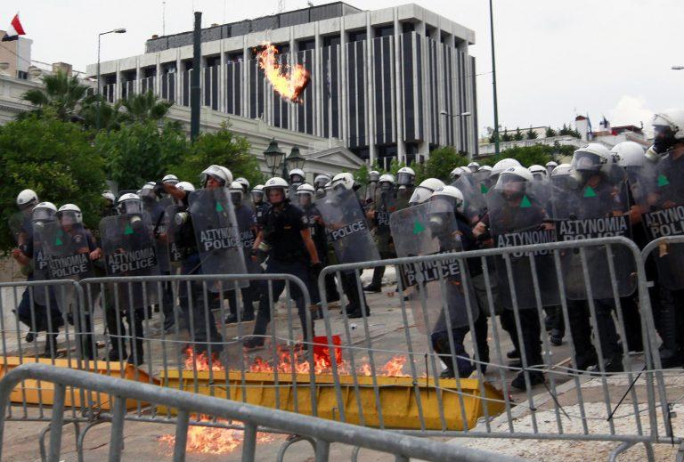 Το Σύνταγμα τρόμαξε τις Βρυξέλλες; Κανονικά η 5η δόση!   Newsit.gr