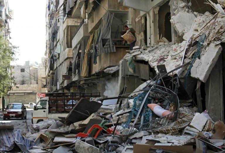 Σφοδρές μάχες στο Χαλέπι και βομβαρδισμοί σε όλη τη Συρία | Newsit.gr