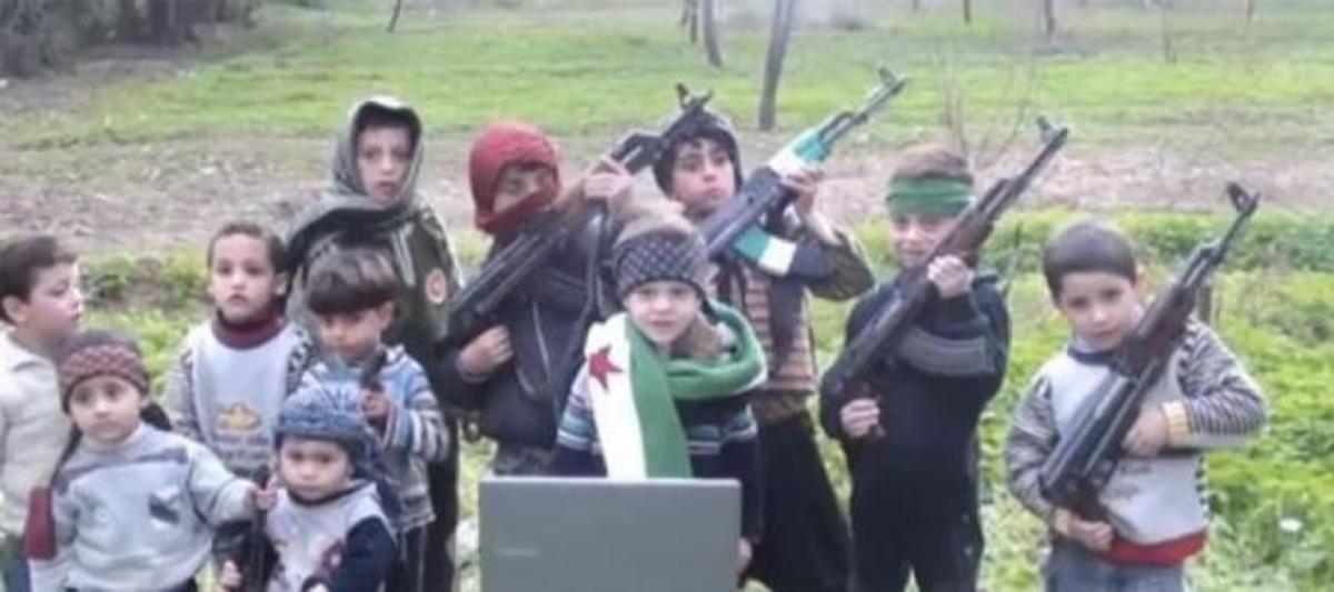 ΒΙΝΤΕΟ-ΣΟΚ:αντικαθεστωτικοί βάζουν παιδιά να σκοτώνουν! | Newsit.gr