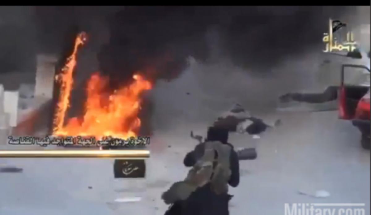 BINTEO που συγκλονίζει από Συρία! Καταιγισμός πυρών και θάνατος στο δρόμο | Newsit.gr