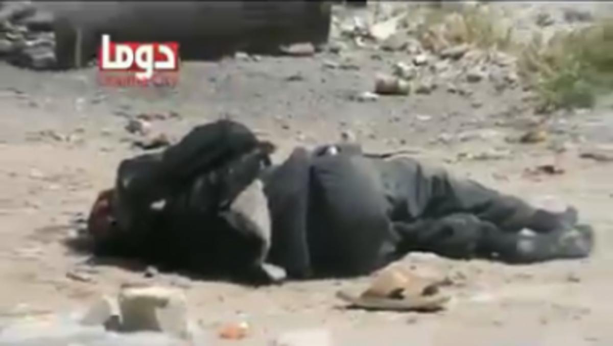 Βίντεο-σοκ από Συρία.Αντάρτης δέχεται ριπή και σκοτώνεται μπροστά στη κάμερα | Newsit.gr