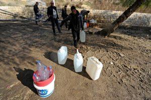 Συρία: Χωρίς νερό χιλιάδες άνθρωποι – Μάχες παρά την εκεχειρία σε συνοικία της Δαμασκού