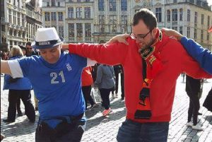 Βέλγιο – Ελλάδα: Χόρεψαν συρτάκι στις Βρυξέλλες [pic]