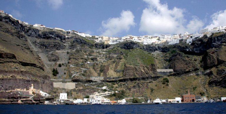 Σαντορίνη: Προσέκρουσε πλοίο στο λιμάνι | Newsit.gr