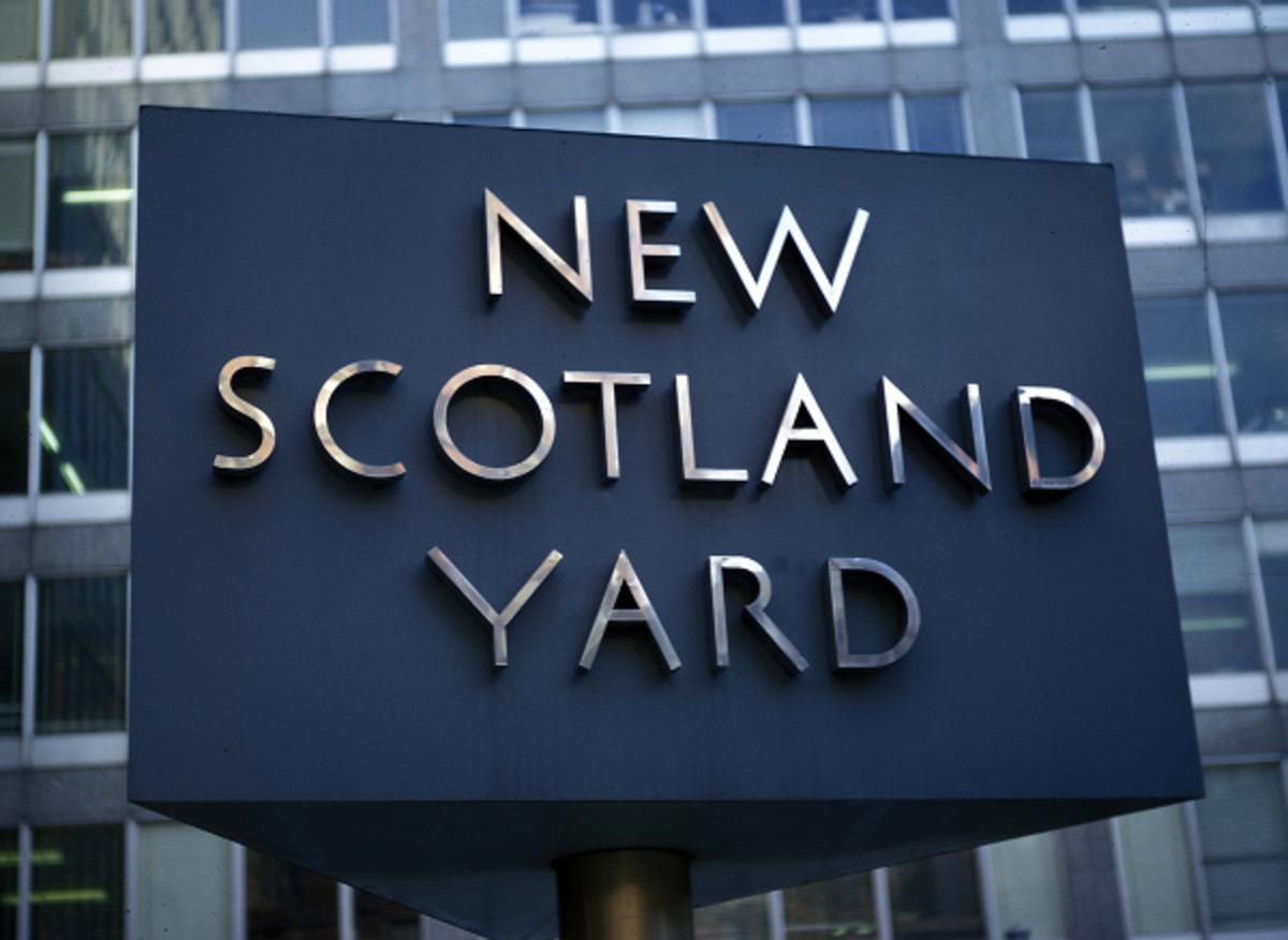 Συνέλαβε 2 δημοσιογράφους η Scotland Yard για δωροδοκία αστυνομικών | Newsit.gr