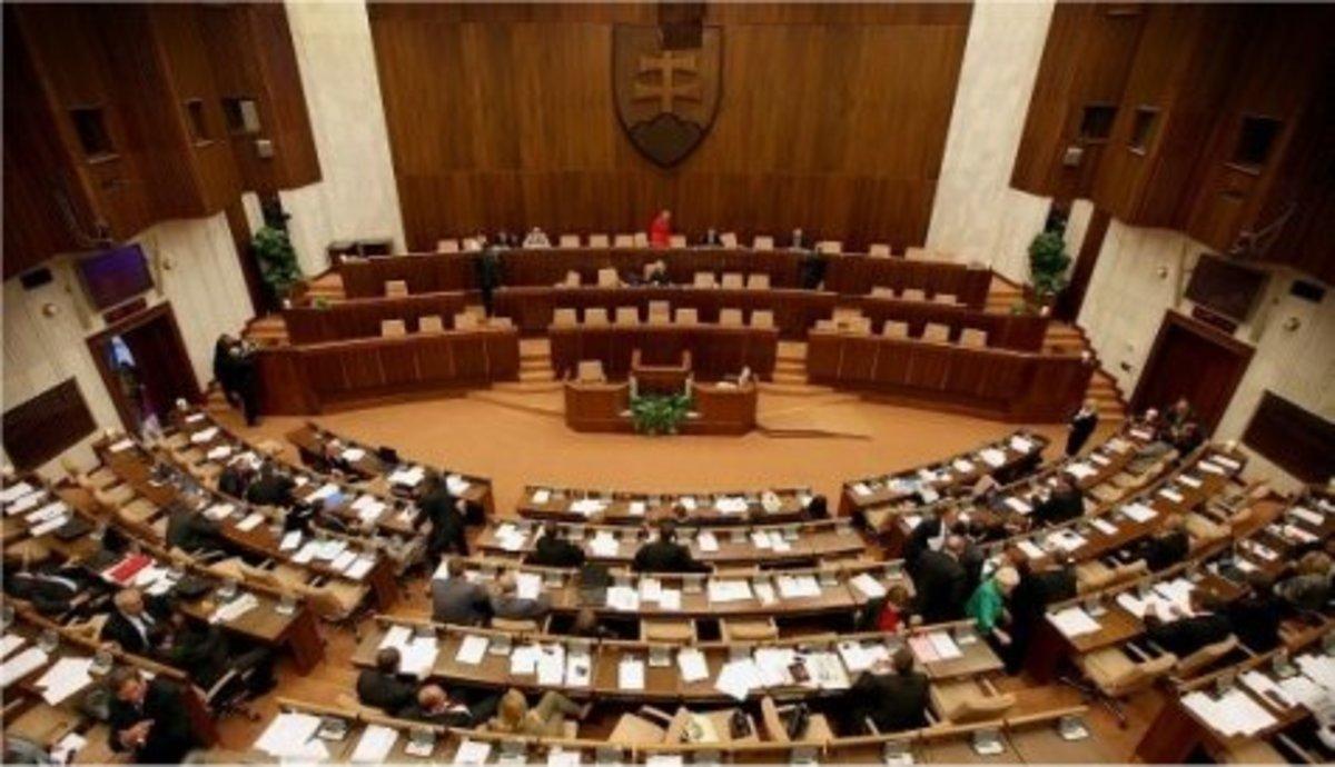 Αμφιβάλλει η Σλοβακία για τη βιωσιμότητα του ελληνικού χρέους | Newsit.gr