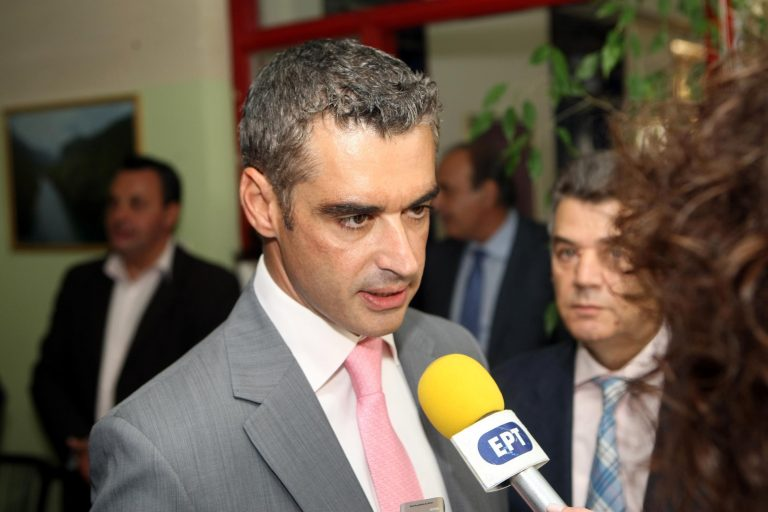 Φέσι 70.000 ευρώ για γραβάτες και μαντήλια στον ΕΟΤ! | Newsit.gr