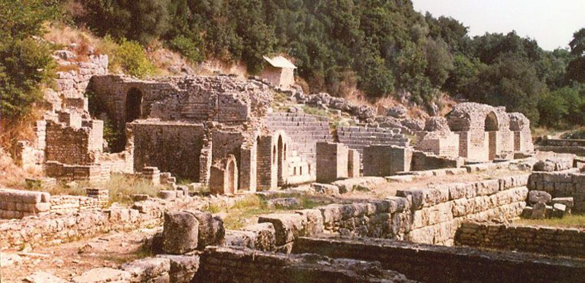 Εντοπίστηκαν αρχαίοι τάφοι της ελληνιστικής περιόδου στο Δυρράχιο | Newsit.gr