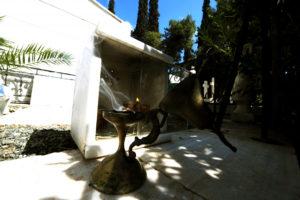Αμαλιάδα: Μπήκαν στο νεκροταφείο και έκλεψαν το λάδι για τα καντήλια!