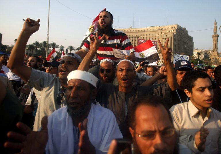 Διαδήλωση στην πλατεία Ταχρίρ κατά της στρατιωτικής εξουσίας   Newsit.gr