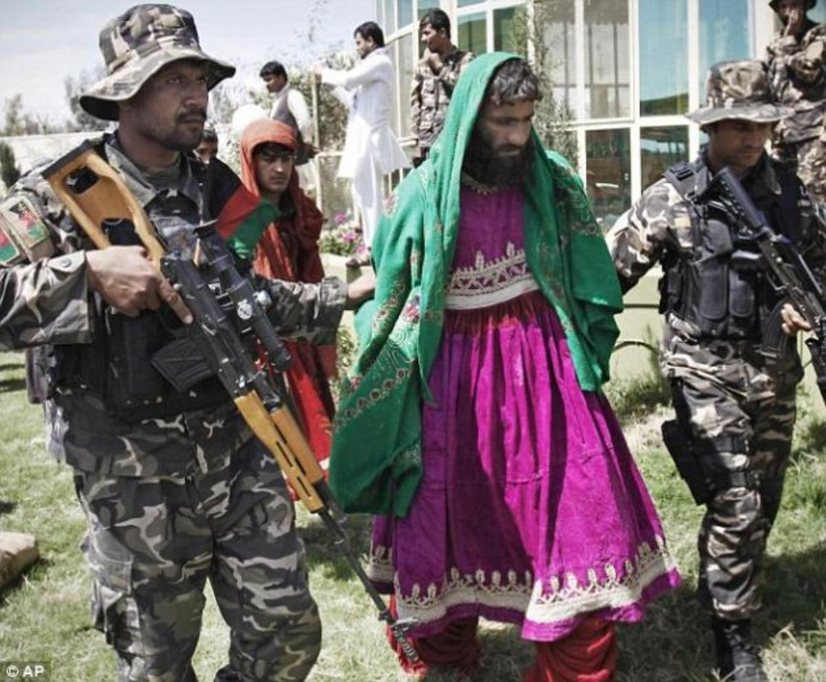 Ταλιμπάν ντυμένοι …γυναίκες επιτίθενται κατά στρατιωτών! – ΦΩΤΟ | Newsit.gr