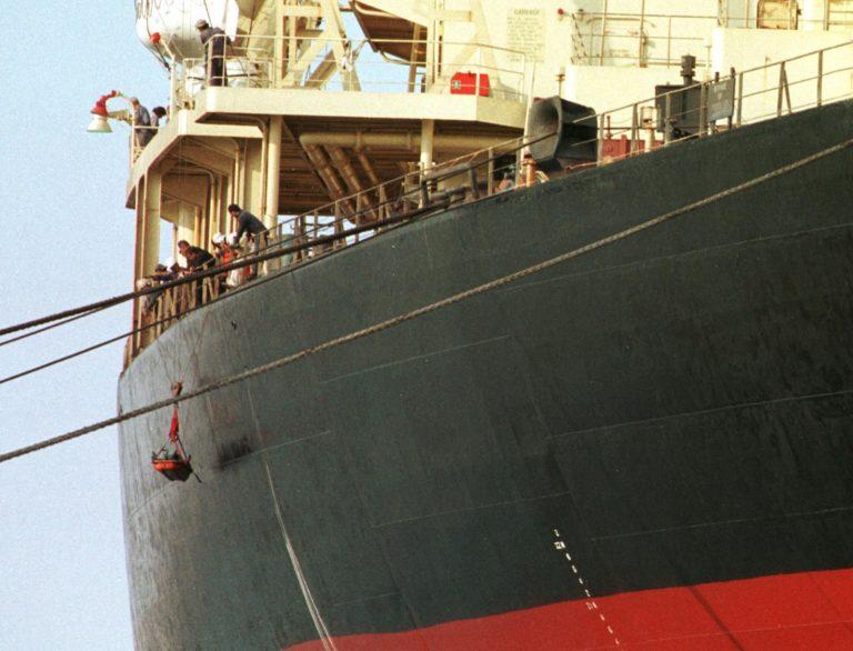 Έλληνας καπετάνιος στα χέρια πειρατών | Newsit.gr