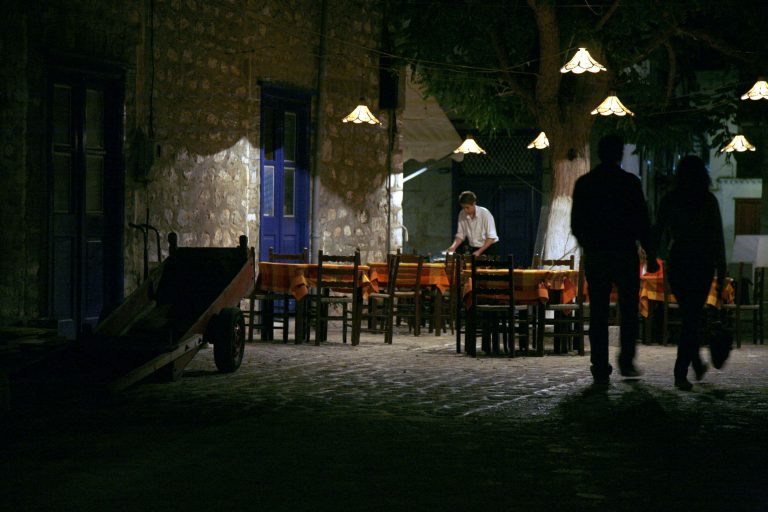 Βοιωτία: Βγήκαν καραμπίνες σε ταβέρνα! | Newsit.gr