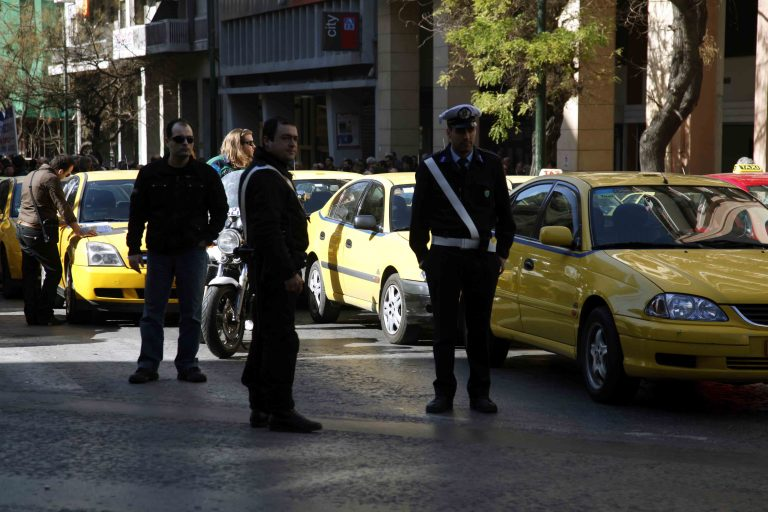 Του πήραν την είσπραξη και το ταξί | Newsit.gr