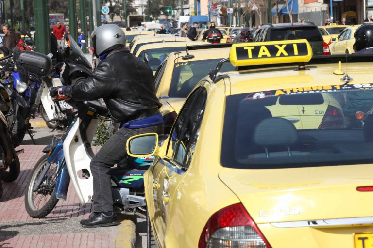 Λήστεψαν με κατσαβίδι γυναίκα οδηγό ταξί | Newsit.gr