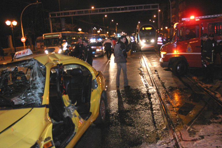 Έκλεψαν το ταξί και… τράκαραν! | Newsit.gr
