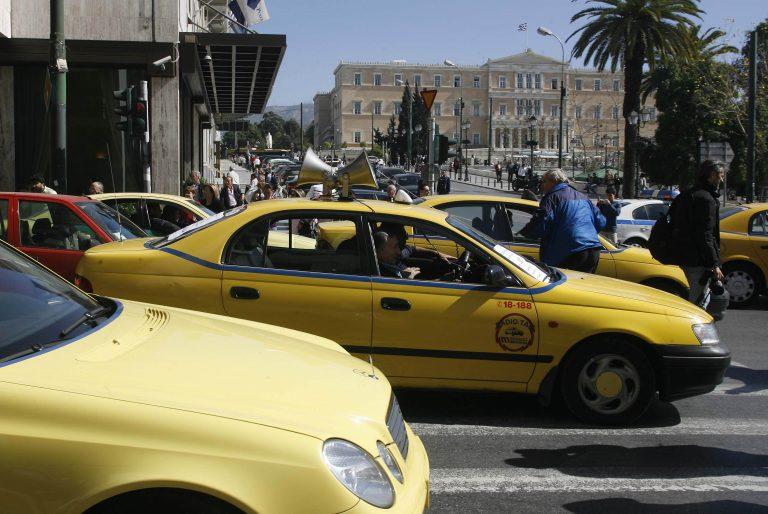 Τρεις επιθέσεις σε οδηγούς ταξί   Newsit.gr