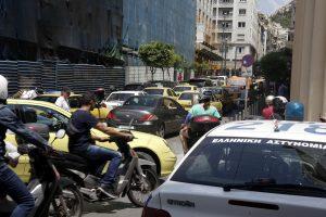 Τέλη κυκλοφορίας αυτοκινήτων: Αυξήσεις ως και 20% και άγριο κυνηγητό στους δρόμους από την τροχαία