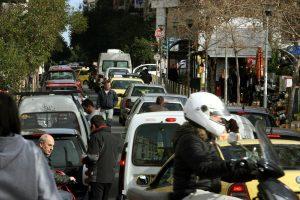 Τέλη κυκλοφορίας 2017: Καμπάνες για αυτοκίνητα πριν το 2010