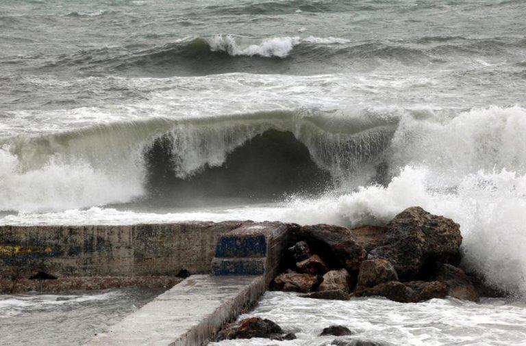 Κόρινθος: Ζημιές στο παραλιακό κομμάτι του νομού από τη θαλασσοταραχή | Newsit.gr