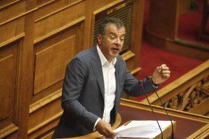 Θεοδωράκης κατά Τσίπρα: «Ηττηθήκατε»