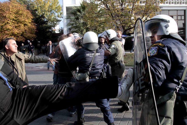 Η Μέρκελ για την επίθεση στον γερμανό πρόξενο – Το Μαξίμου προσπαθεί να ρίξει τους τόνους | Newsit.gr