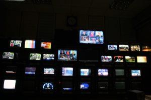 Τηλεοπτικές άδειες: θυμήθηκαν το ΕΣΡ για να… βγάλει τα κάστανα!