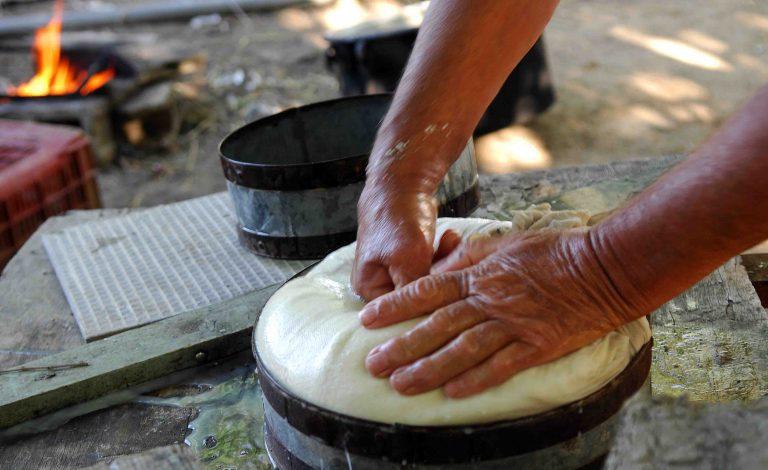 Ζωνιανά: Έφτιαξαν τυρί βάρους ενός τόνου!   Newsit.gr