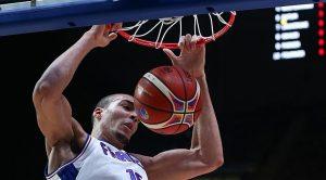 """Ο Γκομπέρ """"κατεδάφισε"""" τo top-5 της τελευταίας ημέρας του Eurobasket 2015 (VIDEO)"""